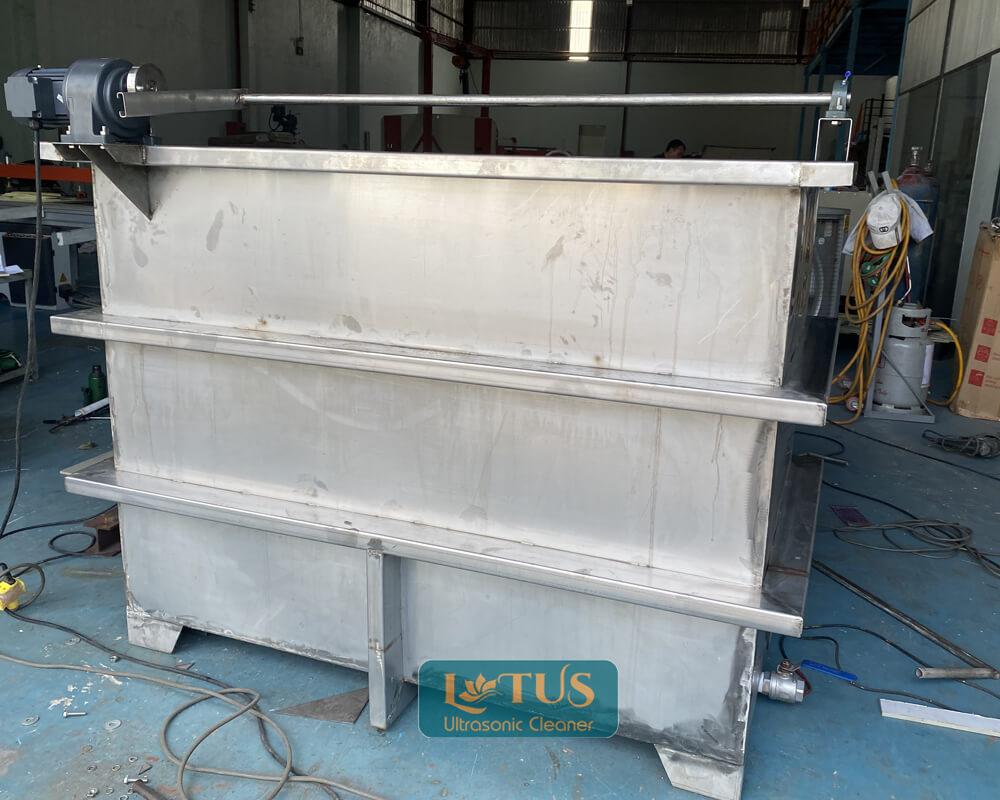 Sản xuất bể rửa siêu âm kết hợp trục quay